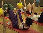 Pilates-Übung am Unisport Special in Bern