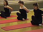 Yoga-Stretch-Pose am Unisport Special in Bern